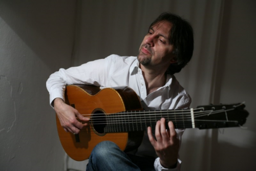 Flamenco musikk_8-strengs Flamenco Negra Gitar_Livio Gianola_Flamencogitaristen.png