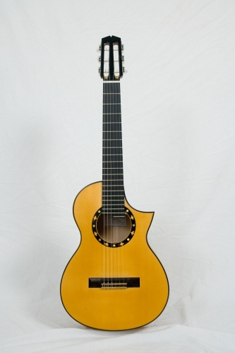 Requinto guitare, Diapason 580 mm., la table d'harmonie d'épicéa. Rodolfo Cucculelli, luthier, réalisation de guitares custom.jpg