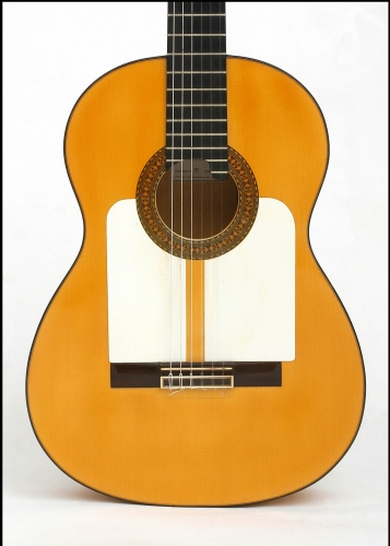 Custom flamenco guitare, la plaque de protection, « golpeador »..jpg