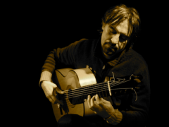 8-strengs flamencogitar_Livio Gianola_flamencogitarist.png