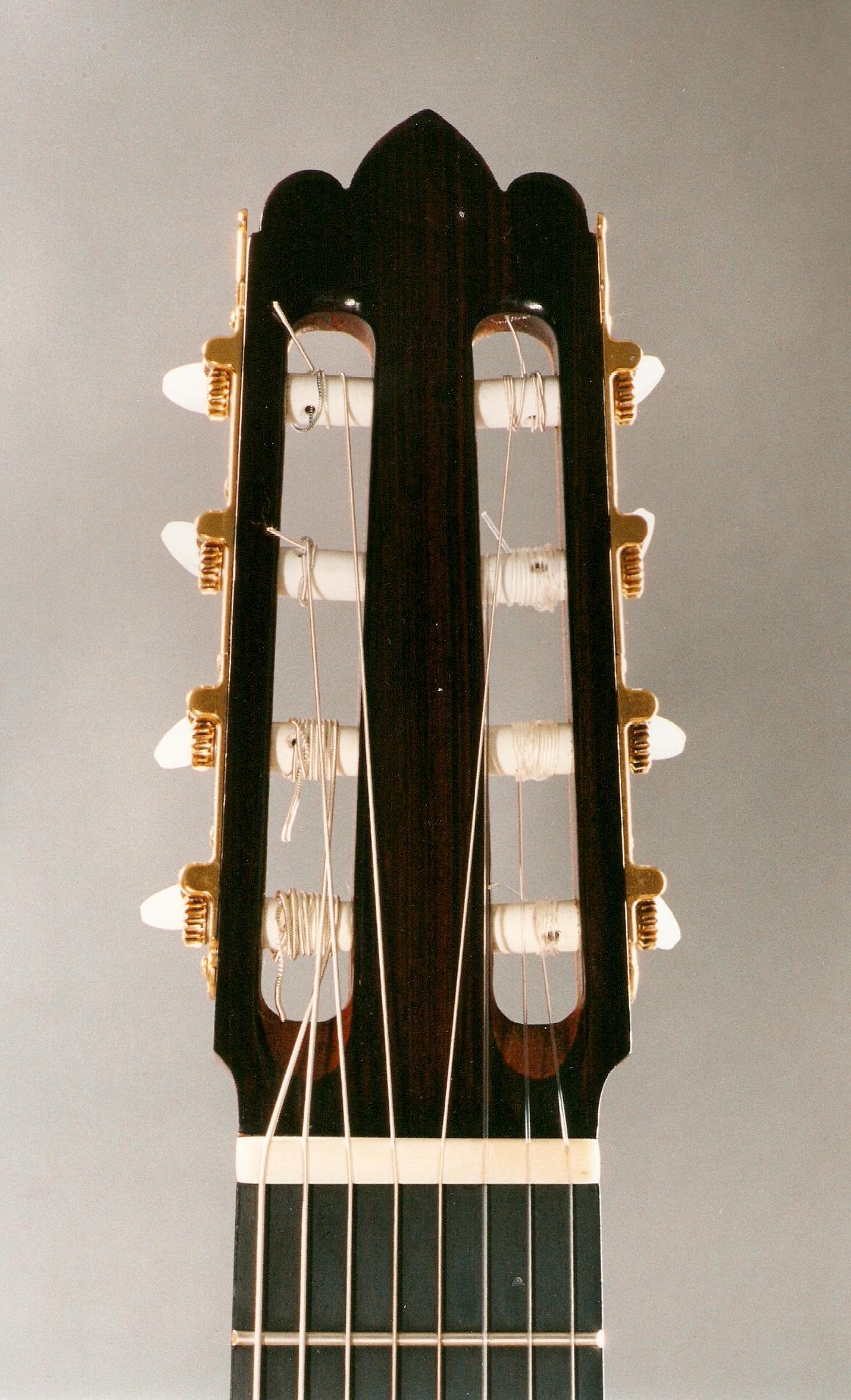 Requinto Gitarının kafa fotoğrafı, Rodolfo Cucculelli Luthierler