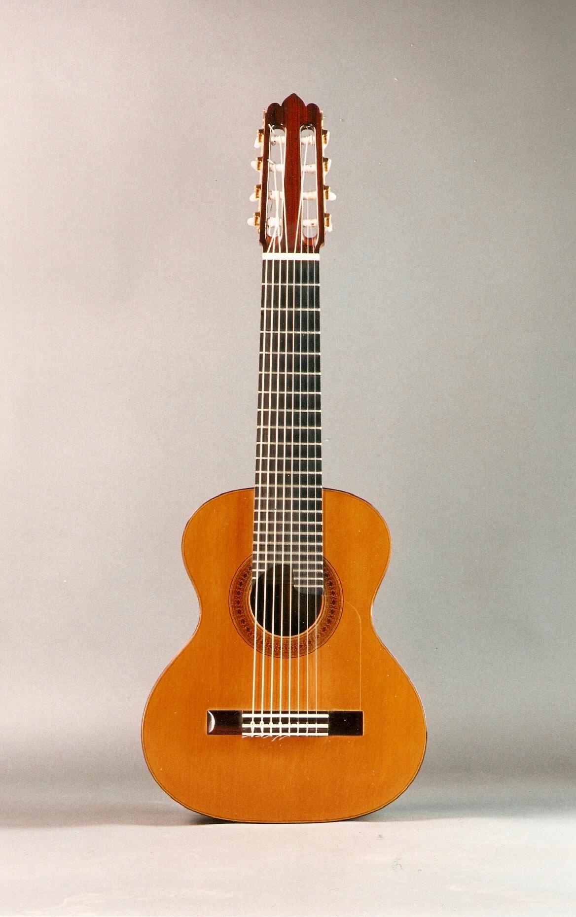 Requinto gitarı, Skala uzunluğu 555 mm., veya Sedir - Brezilya Gül ağacı. Rodolfo Cucculelli Luthierler