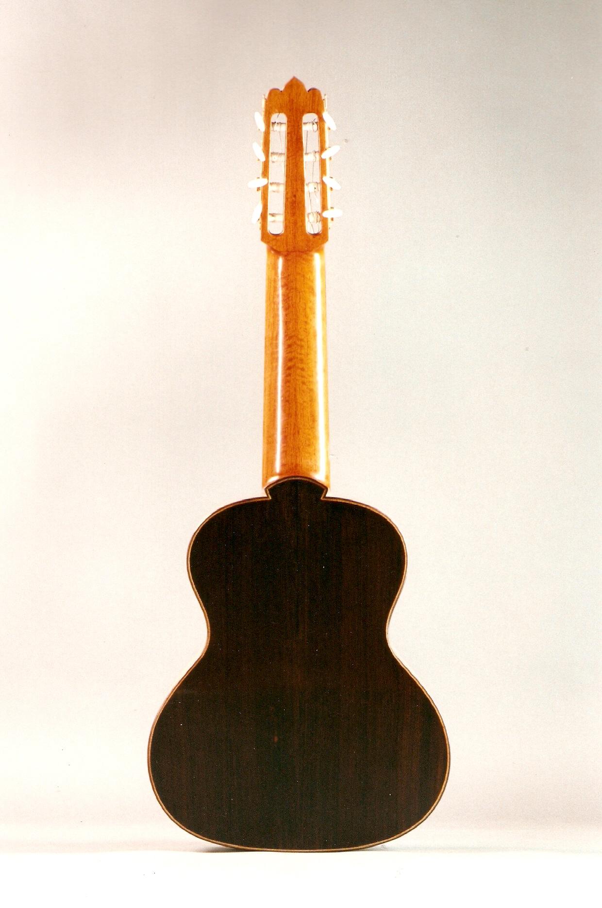 telli Requinto Gitarı, gövde Brezilya Gül ağacı, sap Cedrela balansae. Gomalak el cilası